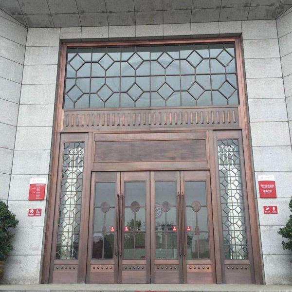 今年,铜门设计安装已成为别墅装修不可或缺的流程