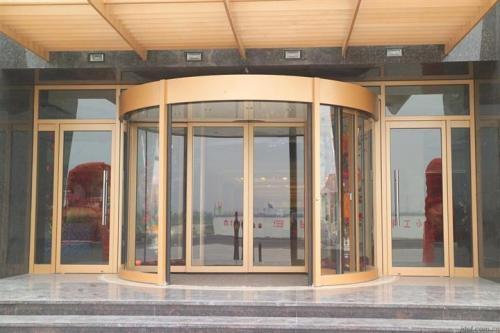 越来越多的酒店换成内蒙古旋转门,这是为什么呢?